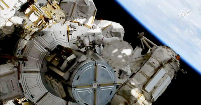 https: img-o.okeinfo.net content 2019 10 12 56 2116089 dua-astronot-nasa-tempuh-misi-spacewalk-hampir-7-jam-ndSCmkvG2X.jpg