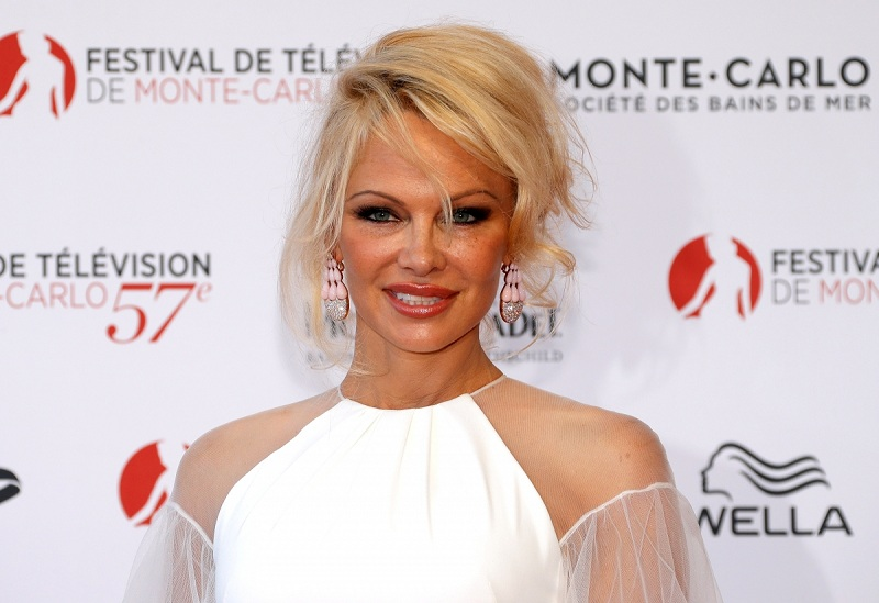 https: img-o.okeinfo.net content 2019 10 13 33 2116272 video-skandal-seks-pamela-anderson-dan-tommy-lee-laris-manis-T9eNe9Z5Pc.jpg