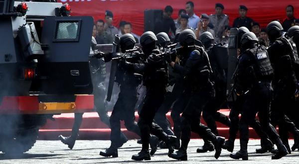 https: img-o.okeinfo.net content 2019 10 13 337 2116276 seorang-terduga-teroris-dikabarkan-ditangkap-densus-88-di-jambi-e1ucrKSjLc.jpg