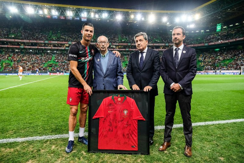 https: img-o.okeinfo.net content 2019 10 13 51 2116232 sporting-lisbon-tertarik-jadikan-cristiano-ronaldo-sebagai-nama-stadion-pF1gs7MwaO.jpg