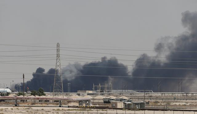 https: img-o.okeinfo.net content 2019 10 14 18 2116594 putin-arab-saudi-minta-rusia-selidiki-serangan-terhadap-fasilitas-minyaknya-8dg3R9AAHh.jpg