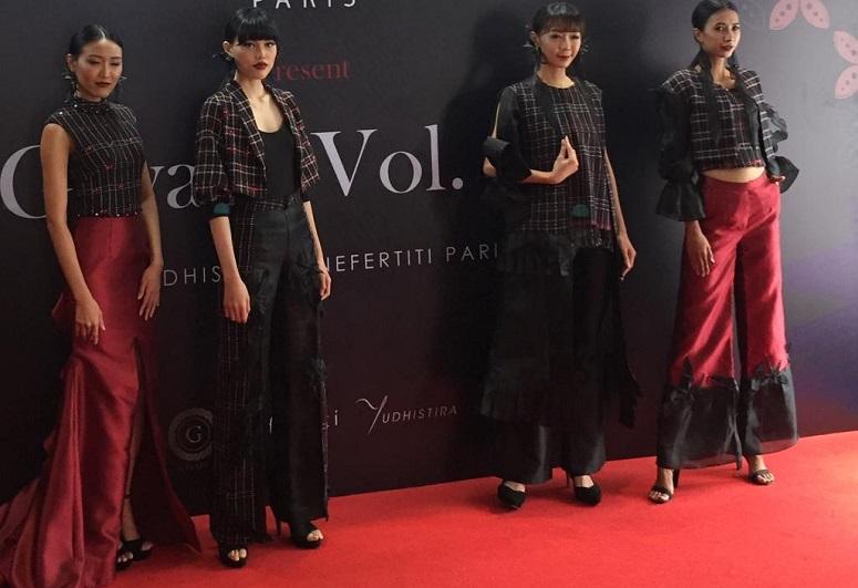 https: img-o.okeinfo.net content 2019 10 17 194 2118250 desainer-indonesia-bakal-tampilkan-rancangan-mewah-tenun-baduy-di-australia-FJ6CCRBOXn.jpeg