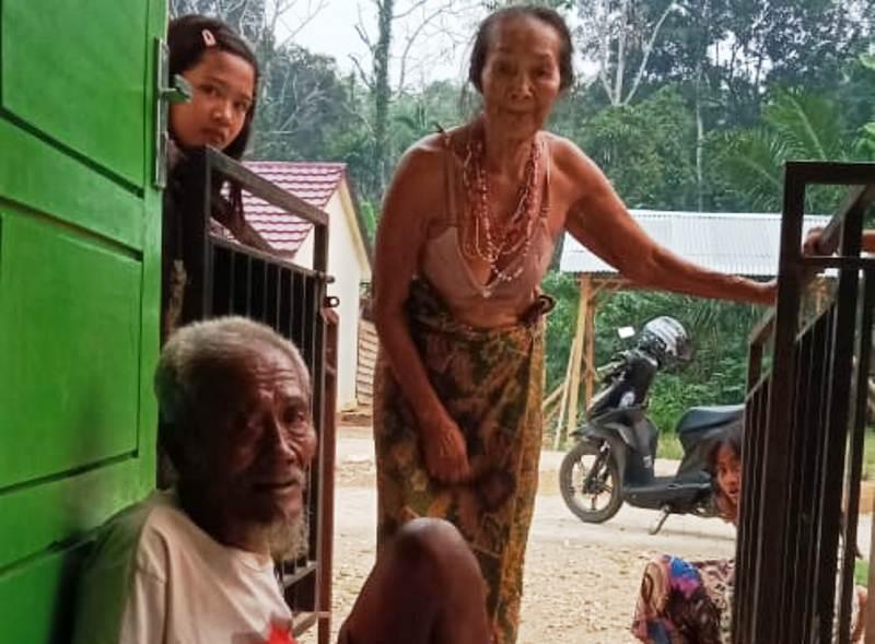 https: img-o.okeinfo.net content 2019 10 17 340 2118336 warga-suku-anak-dalam-terancam-kelaparan-terpaksa-makan-monyet-buruan-PWrqZEUIdy.jpg
