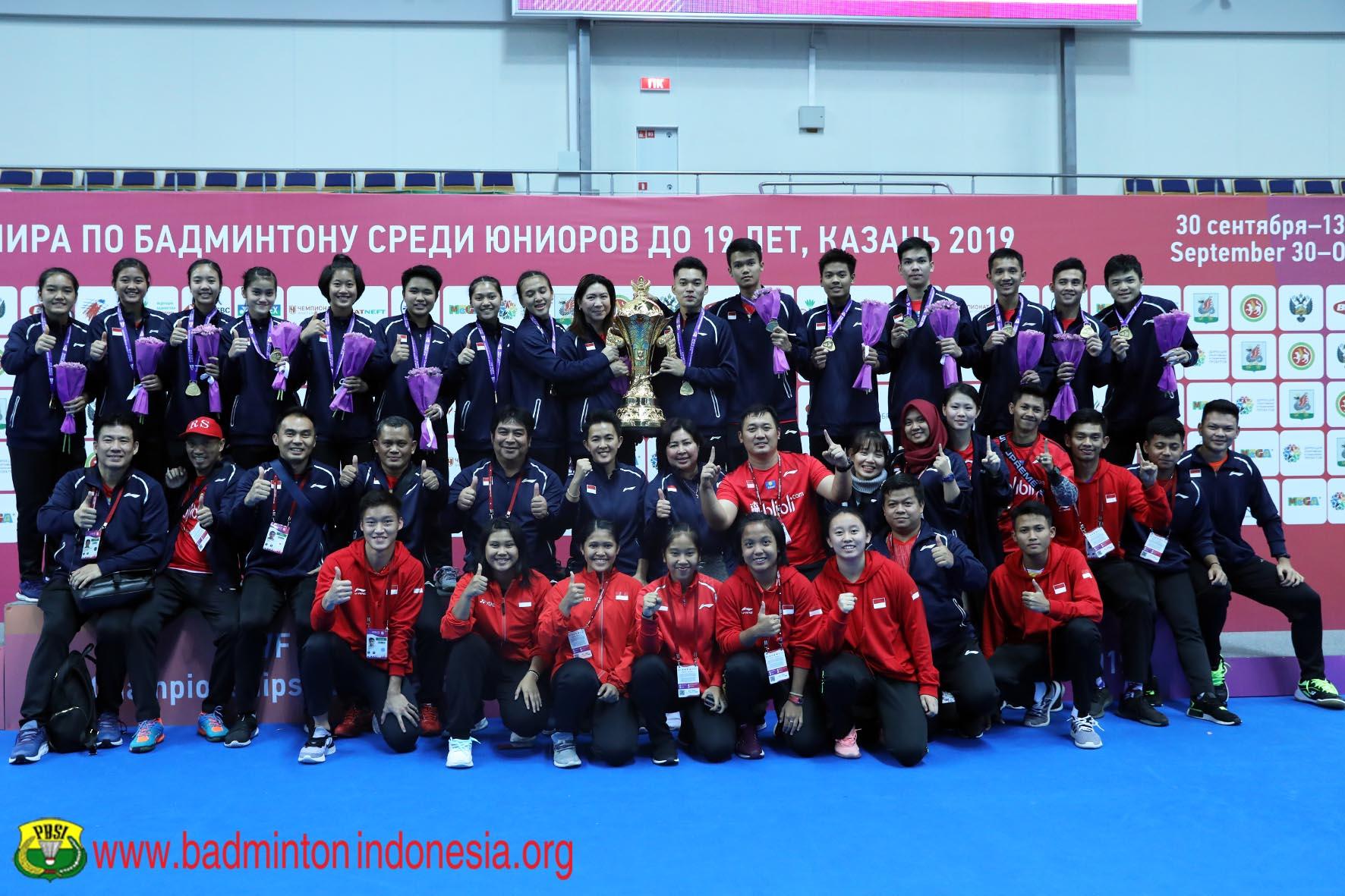 https: img-o.okeinfo.net content 2019 10 18 40 2118795 bersinar-di-kejuaraan-bulu-tangkis-junior-2019-indonesia-terima-penghargaan-iGfU8tQmZ9.jpg