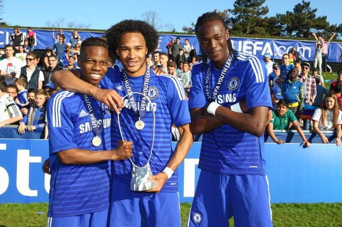 https: img-o.okeinfo.net content 2019 10 18 51 2118793 tammy-abraham-dua-kali-bawa-chelsea-juara-liga-champions-junior-KUijRAuooL.jpg