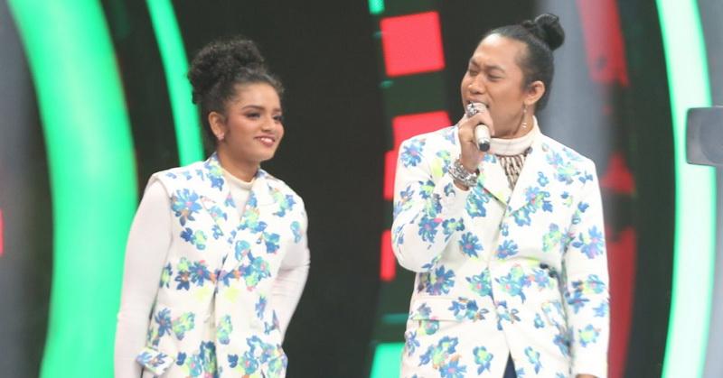 https: img-o.okeinfo.net content 2019 10 18 598 2118925 duet-romantis-peserta-the-voice-indonesia-2019-nyanyikan-lagu-senorita-kmWkmkfZAv.jpg