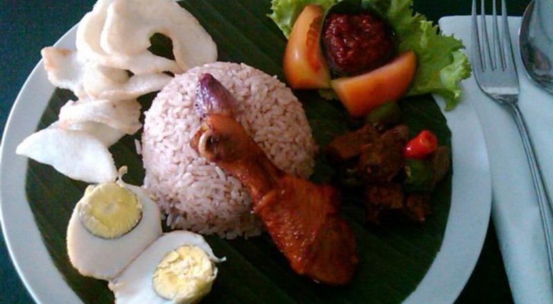 https: img-o.okeinfo.net content 2019 10 20 298 2119232 4-makanan-favorit-para-sultan-yogyakarta-yang-wajib-dicoba-5OBw4PyBCp.jpg