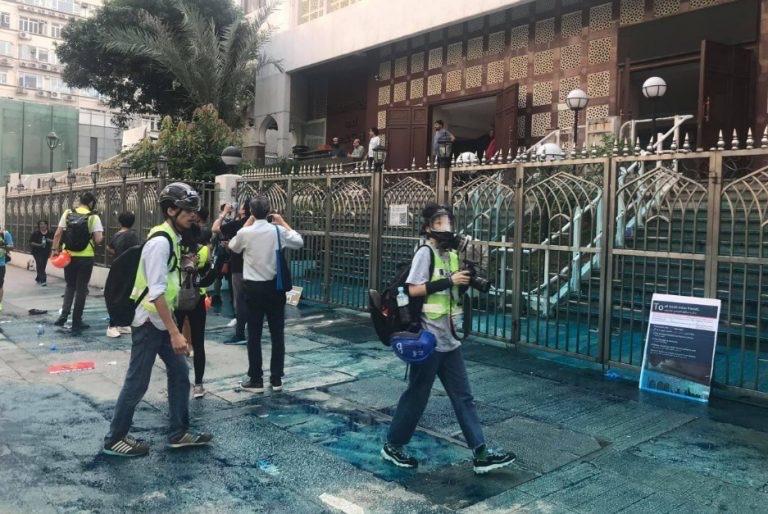 https: img-o.okeinfo.net content 2019 10 21 18 2119545 polisi-dituduh-jadikan-masjid-sasaran-meriam-air-dalam-demonstrasi-hong-kong-Jtyk2XWreQ.jpg