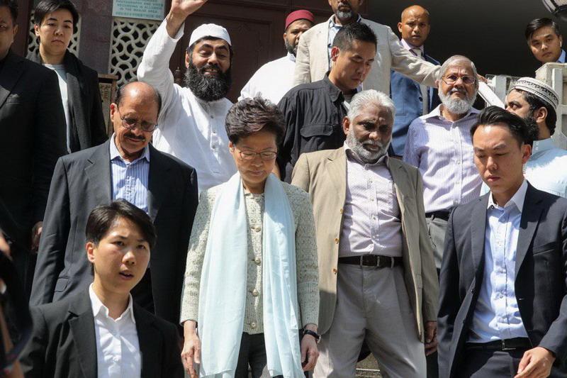 https: img-o.okeinfo.net content 2019 10 21 18 2119702 pemimpin-hong-kong-minta-maaf-atas-insiden-penyiraman-masjid-hYsWaji4b4.jpg