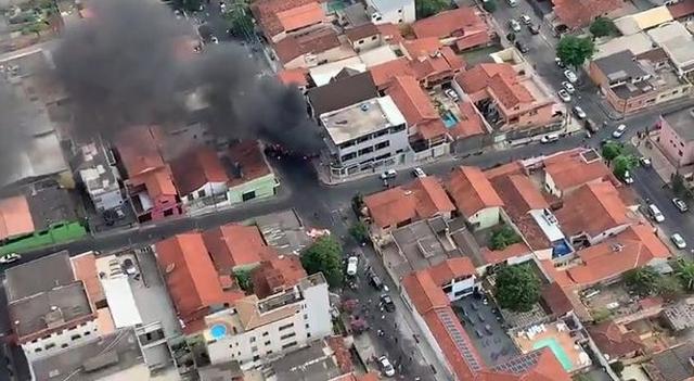 https: img-o.okeinfo.net content 2019 10 21 18 2119888 pesawat-jatuh-timpa-mobil-di-permukiman-padat-warga-2r3d1lOmFN.jpg