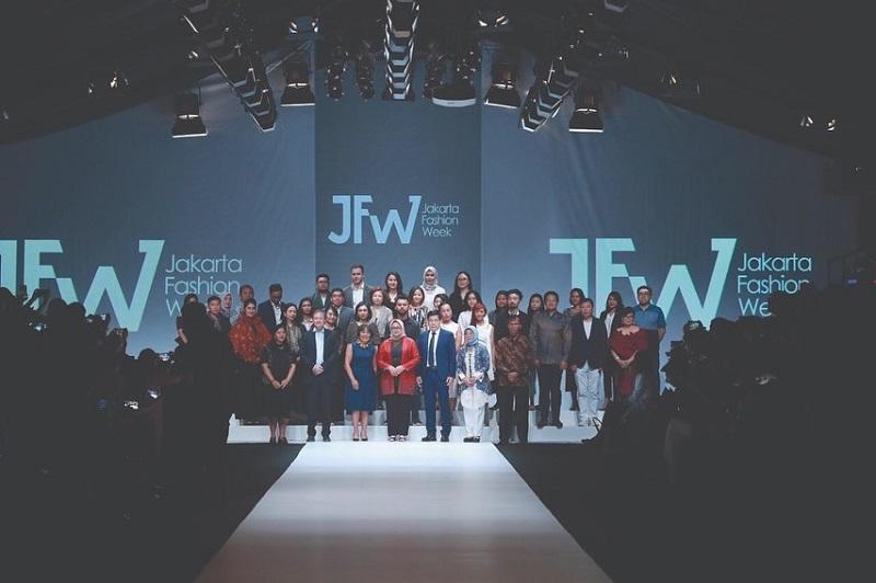 https: img-o.okeinfo.net content 2019 10 22 194 2120298 resmi-digelar-jfw-2020-bakal-diramaikan-ratusan-desainer-dan-tren-fashion-mancanegara-88F1Fk2Dqj.jpg