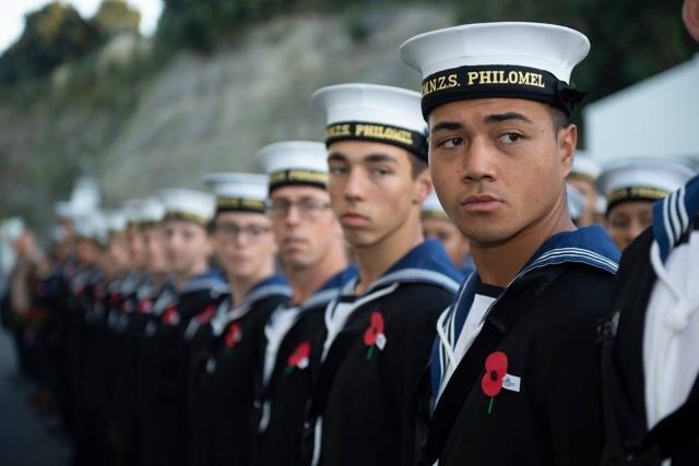 https: img-o.okeinfo.net content 2019 10 23 18 2120795 angkatan-laut-selandia-baru-izinkan-prajurit-pria-pakai-bulu-mata-palsu-dan-berdandan-9YVejpcxrX.jpg