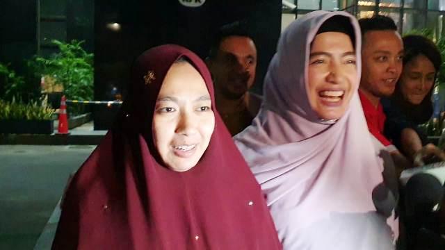 https: img-o.okeinfo.net content 2019 10 24 337 2121368 istri-imam-nahrawi-irit-bicara-usai-diperiksa-kpk-JnDYMHjYyy.jpg