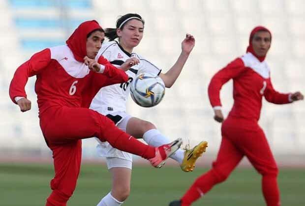 https: img-o.okeinfo.net content 2019 10 24 51 2121032 toleransi-di-sepakbola-wanita-5-pemain-lindungi-jilbab-lawan-yang-terlepas-bM9KmH83W3.jpg