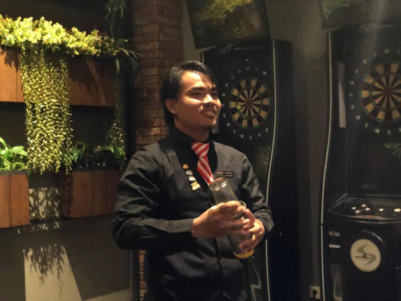 https: img-o.okeinfo.net content 2019 10 29 298 2123012 cerita-gentha-agzistiawan-wakili-indonesia-di-kompetisi-asia-pacific-bartender-competition-2019-17OtM1KdZu.jpg