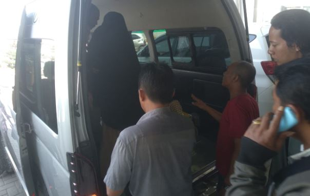 https: img-o.okeinfo.net content 2019 10 29 609 2122933 penumpang-lion-air-tujuan-surabaya-meninggal-di-bandara-hasanuddin-NqadVdEOQS.JPG
