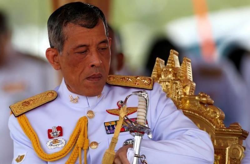 https: img-o.okeinfo.net content 2019 10 30 18 2123482 raja-thailand-pecat-pejabat-istana-karena-perzinahan-perbuatan-jahat-dan-performa-buruk-IY9b2a9gOm.jpg