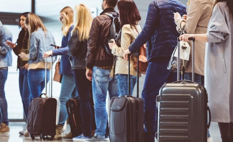 https: img-o.okeinfo.net content 2019 10 30 406 2123837 bandara-gatwick-di-london-terapkan-aturan-baru-agar-waktu-naik-pesawat-lebih-cepat-KSvhB5zGix.jpg