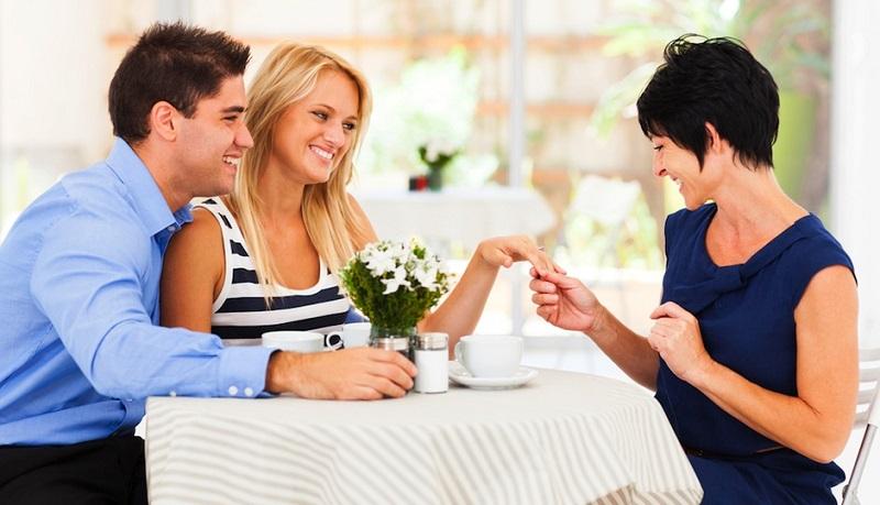 https: img-o.okeinfo.net content 2019 11 01 196 2124567 cara-jitu-luluhkan-calon-mertua-saat-menyiapkan-pesta-pernikahan-kLx7GB9l56.jpg