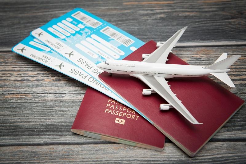 https: img-o.okeinfo.net content 2019 11 01 320 2124530 harga-tiket-pesawat-masih-tinggi-jumlah-penumpang-turun-8-24-sjqKrkHwU0.jpg