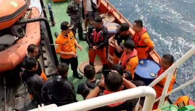 https: img-o.okeinfo.net content 2019 11 04 340 2125554 3-wna-hilang-di-pulau-sangiang-basarnas-terjunkan-15-penyelam-2iVBteprLH.jpg