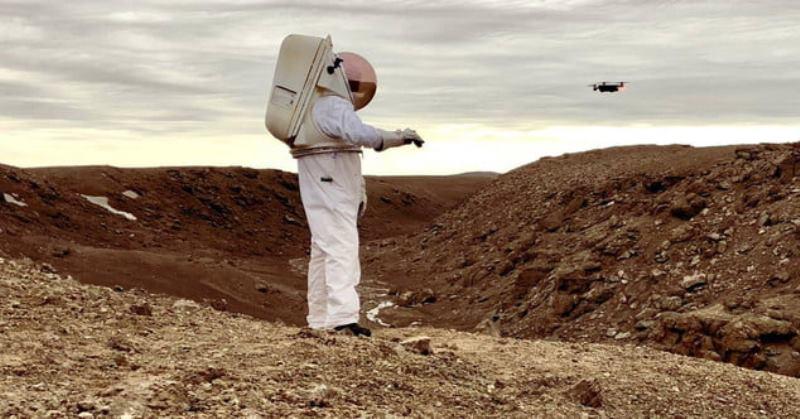 https: img-o.okeinfo.net content 2019 11 04 56 2125497 astronot-masa-depan-gunakan-drone-bantu-jelajah-mars-QC74kc04tY.jpg