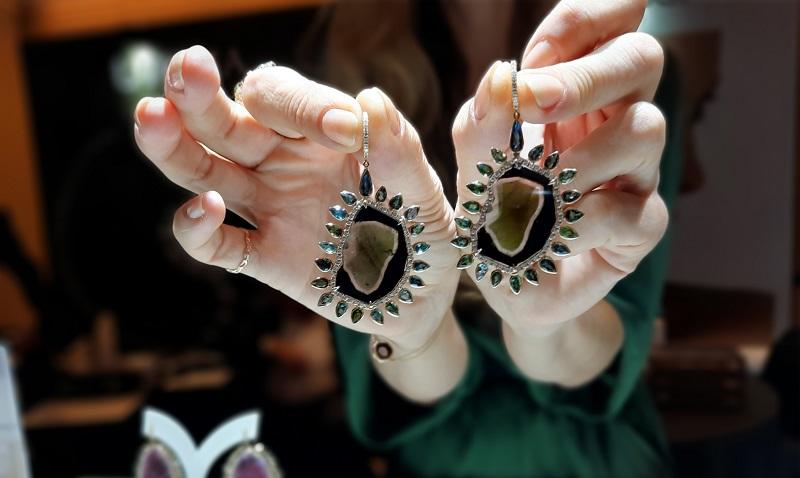 https: img-o.okeinfo.net content 2019 11 05 194 2126049 colour-diamond-hingga-batu-tourmaline-perhiasan-paling-diburu-termurah-rp500-jutaan-sZQJJcV5Pc.jpg