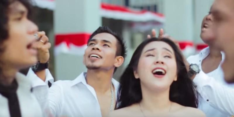 https: img-o.okeinfo.net content 2019 11 07 205 2126795 lirik-lagu-indonesia-jaya-ciptaan-liliana-tanoesoedibjo-2NxzaSSBez.jpg