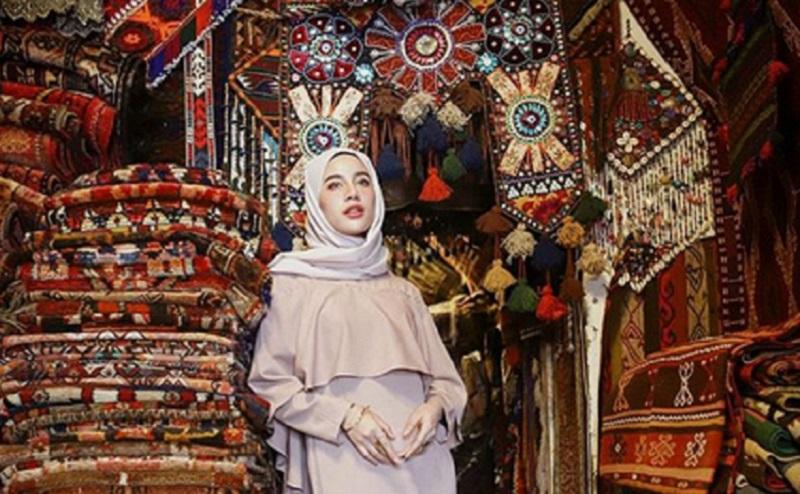 https: img-o.okeinfo.net content 2019 11 07 617 2127075 intip-cantiknya-gaya-hijab-selebgram-aghnia-punjabi-bak-putri-arab-dZOWxWUymy.jpg