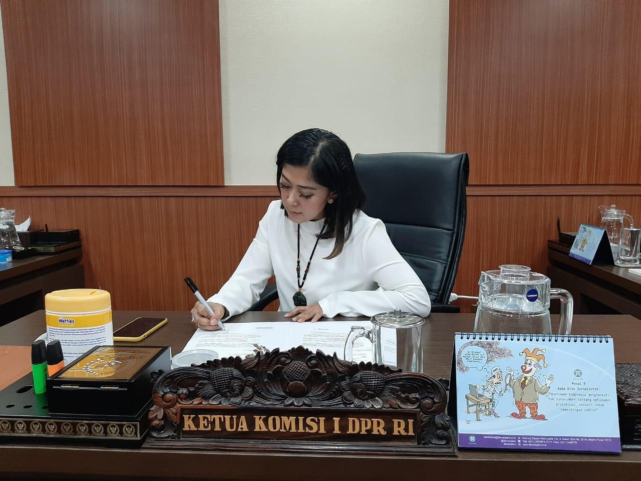 https: img-o.okeinfo.net content 2019 11 08 337 2127586 meutya-hafid-dan-perspektif-wanita-dalam-pembangunan-indonesia-pYV8Epxty4.jpg