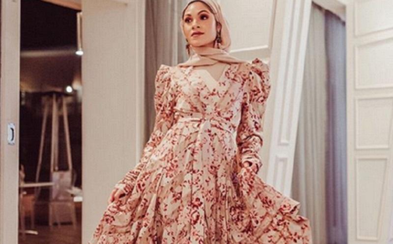 https: img-o.okeinfo.net content 2019 11 08 617 2127473 pakai-outfit-hijab-yang-mirip-ini-adu-gaya-donita-vs-selebgram-nabilah-kariem-wjYx4lGwnp.jpg