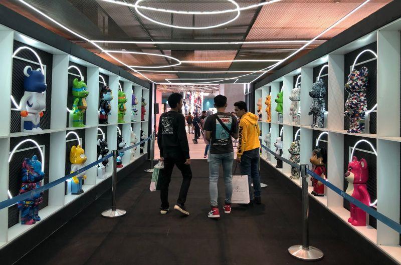 https: img-o.okeinfo.net content 2019 11 09 194 2127728 uss-2019-ajak-pencinta-sneakers-merapat-banyak-rilisan-eksklusif-loh-z4Ect5rPQo.jpg