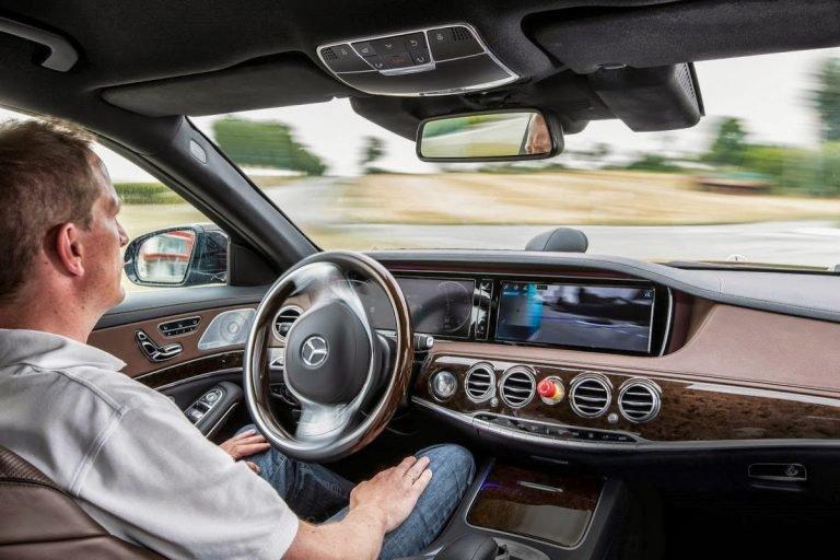 https: img-o.okeinfo.net content 2019 11 10 52 2127968 90-persen-pengemudi-mobil-inginkan-teknologi-otonom-tetap-gunakan-stir-OovnTXsJOj.jpg