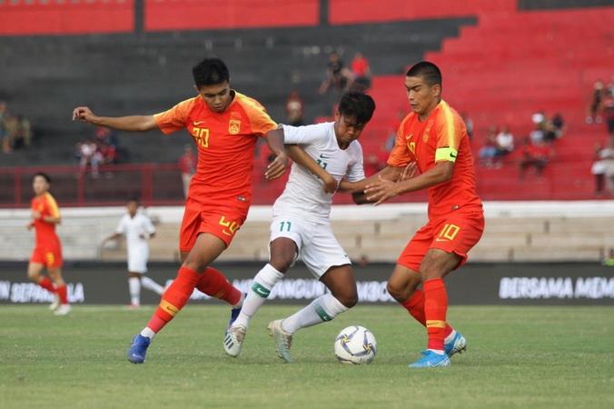 https: img-o.okeinfo.net content 2019 11 12 49 2128860 fakhri-setuju-pemain-timnas-indonesia-u-19-dapat-kesempatan-tampil-di-liga-1-KqP9HmGGwL.jpg