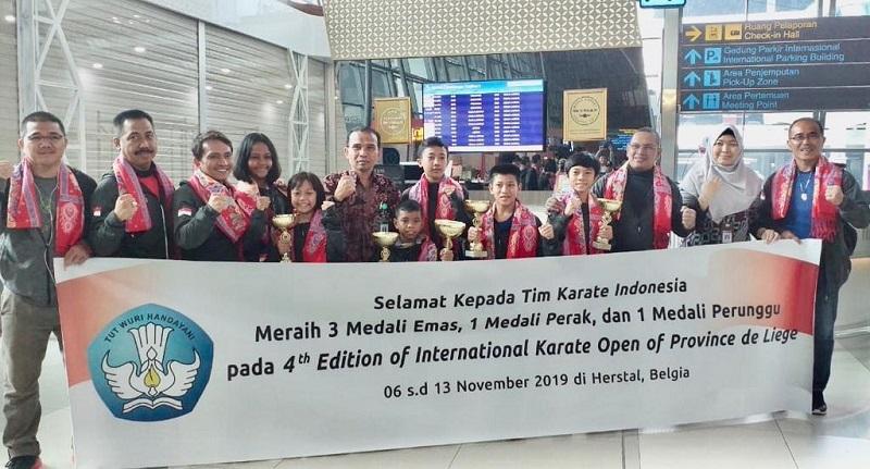 https: img-o.okeinfo.net content 2019 11 13 1 2129414 penyambutan-delegasi-indonesia-pada-turnamen-karate-internasional-2019-IpQzzevkdp.jpeg