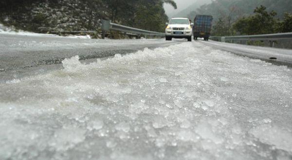 https: img-o.okeinfo.net content 2019 11 13 338 2129087 fenomena-langka-hujan-es-melanda-parung-panjang-Xn0imChVZK.jpg