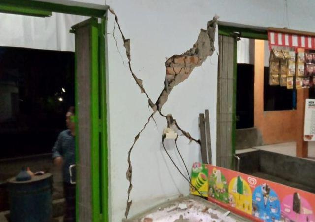 https: img-o.okeinfo.net content 2019 11 14 244 2130022 gempa-bali-sejumlah-bangunan-rusak-korban-jiwa-nihil-aKBPXvKCKe.jpg