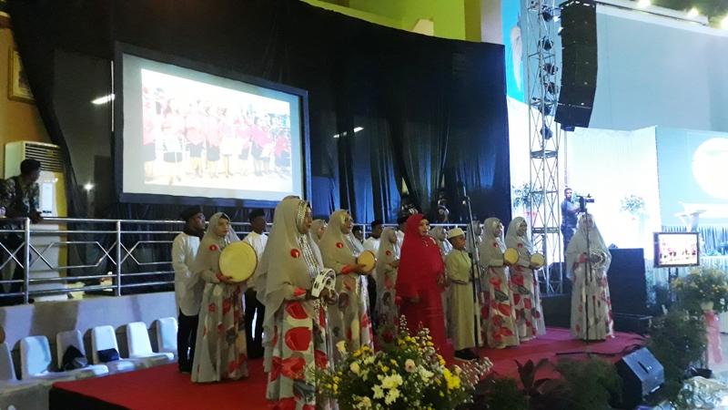 https: img-o.okeinfo.net content 2019 11 14 340 2130054 toleransi-di-papua-kumandang-kasidah-di-tengah-pesta-paduan-suara-gereja-katolik-jfYofImfWA.jpg