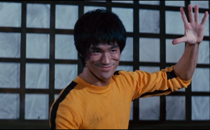 https: img-o.okeinfo.net content 2019 11 15 33 2130418 alasan-bruce-lee-pakai-jumpsuit-kuning-di-film-game-of-death-U14T5GDNWc.jpg