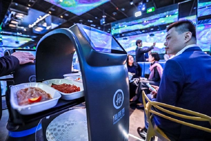 https: img-o.okeinfo.net content 2019 11 16 298 2130727 restoran-hotpot-pintar-pertama-di-dunia-pelanggan-dimanjakan-robot-canggih-LputyAURX5.jpg