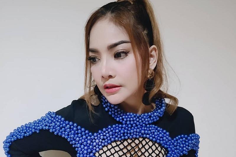 https: img-o.okeinfo.net content 2019 11 18 33 2131483 irma-darmawangsa-ikut-trend-bibir-tebal-ala-barbie-kumalasari-jZ6GjIMMtj.jpg