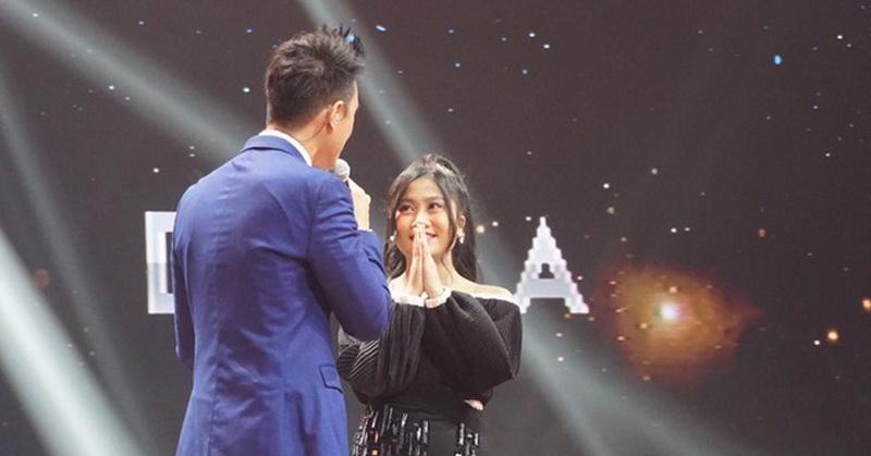https: img-o.okeinfo.net content 2019 11 19 598 2131550 della-tersisih-di-babak-spektakuler-perdana-indonesian-idol-2019-w2PqkOefI0.jpg