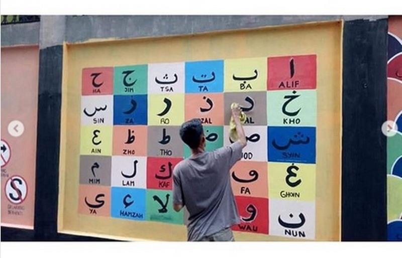 https: img-o.okeinfo.net content 2019 11 20 337 2132005 viral-tembok-disulap-jadi-mural-edukatif-87MotXfjkq.jpg