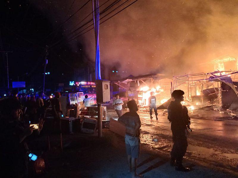 https: img-o.okeinfo.net content 2019 11 20 340 2132434 35-petak-bangunan-di-abepura-ludes-terbakar-yzqGnp5ddf.jpg