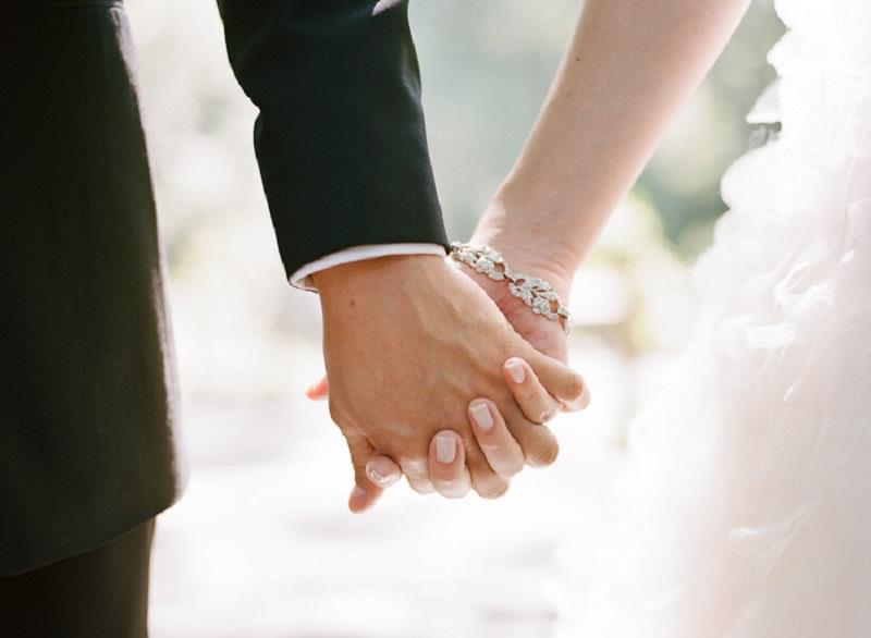 https: img-o.okeinfo.net content 2019 11 25 196 2134299 tradisi-dan-adat-jadi-pemicu-tingginya-kasus-pernikahan-anak-xXPUfuiZeh.jpeg