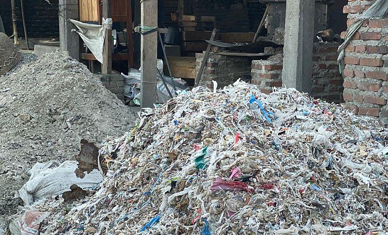 https: img-o.okeinfo.net content 2019 11 25 337 2134045 pemerintah-kirim-balik-883-kontainer-sampah-plastik-ke-negara-asal-SG8wtg3cwk.jpg
