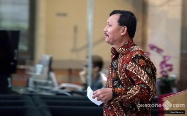 https: img-o.okeinfo.net content 2019 11 26 337 2134738 kpk-perpanjang-penahanan-sekda-jabar-nonaktif-iwa-karniwa-DAIhIrX9m0.jpg