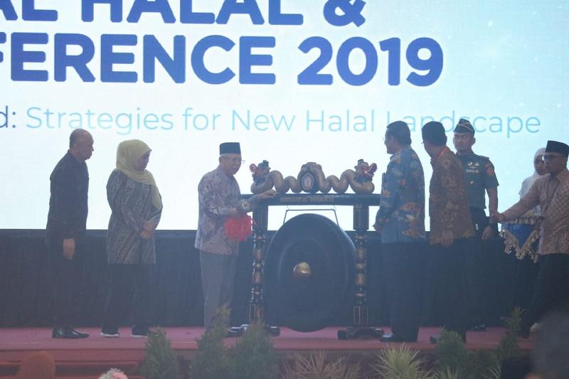 https: img-o.okeinfo.net content 2019 11 27 320 2135144 ma-ruf-amin-indonesia-jangan-cuma-jadi-tukang-stempel-produk-halal-iKxSsuuatq.jpg