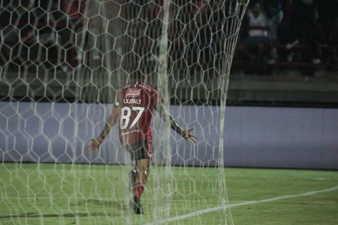 https: img-o.okeinfo.net content 2019 11 29 49 2135950 potensi-bali-united-segel-gelar-juara-liga-1-2019-di-markas-semen-padang-gsxaG0CuyS.jpg