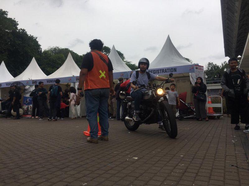 https: img-o.okeinfo.net content 2019 11 30 53 2136443 hari-kedua-iims-motobike-expo-peserta-test-ride-motor-melonjak-tiga-kali-lipat-qnKNbjVXBs.jpg
